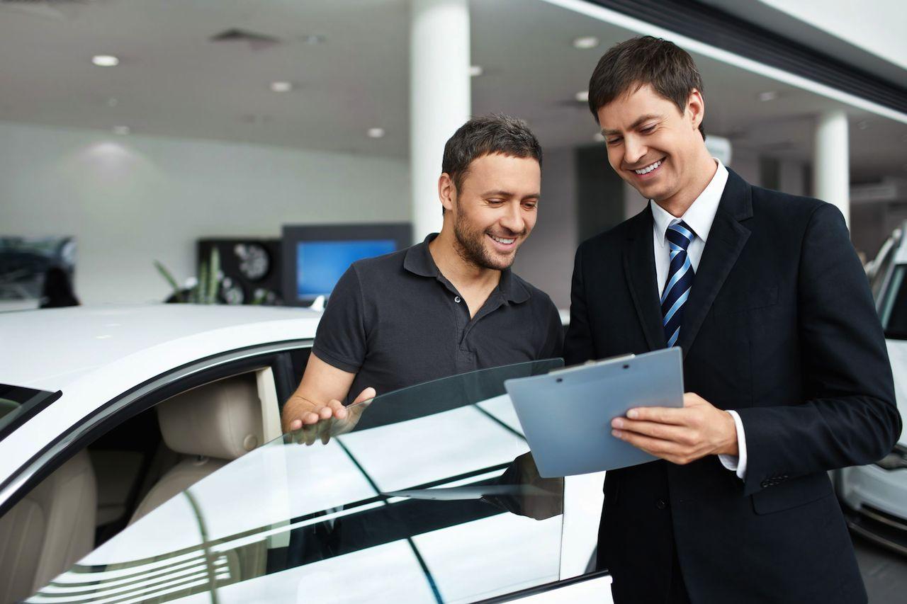 Como hacer que te bajen el precio de un coche